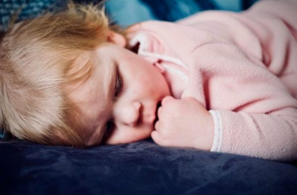 Tips to help your children sleep in the heat