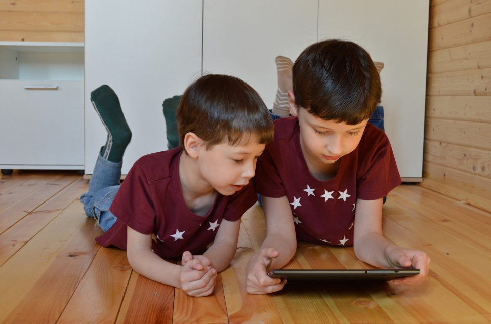 Want more screen free time for the kids? Try these tips to keep them entertained